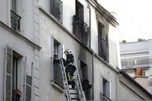 4743146_6_7cba_sur-le-site-de-l-incendie-rue-myrha-a-paris_7634e11d9c710b86d6659405282695f7
